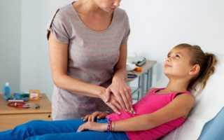 Болит живот в области пупка и температура у ребенка: как распознать, чем лечить