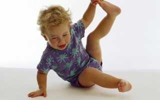 Ребенок жалуется на боль в ногах: как распознать, чем лечить