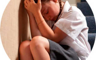 У ребенка без температуры болит голова: как распознать, чем лечить