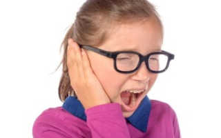 Гной из уха у ребенка что делать