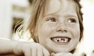 Если ребенок проглотил молочный зуб что делать